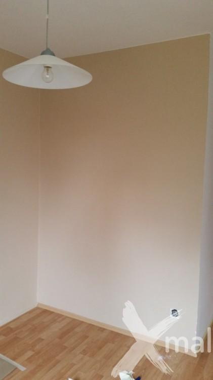 Původní stav zdi před malováním